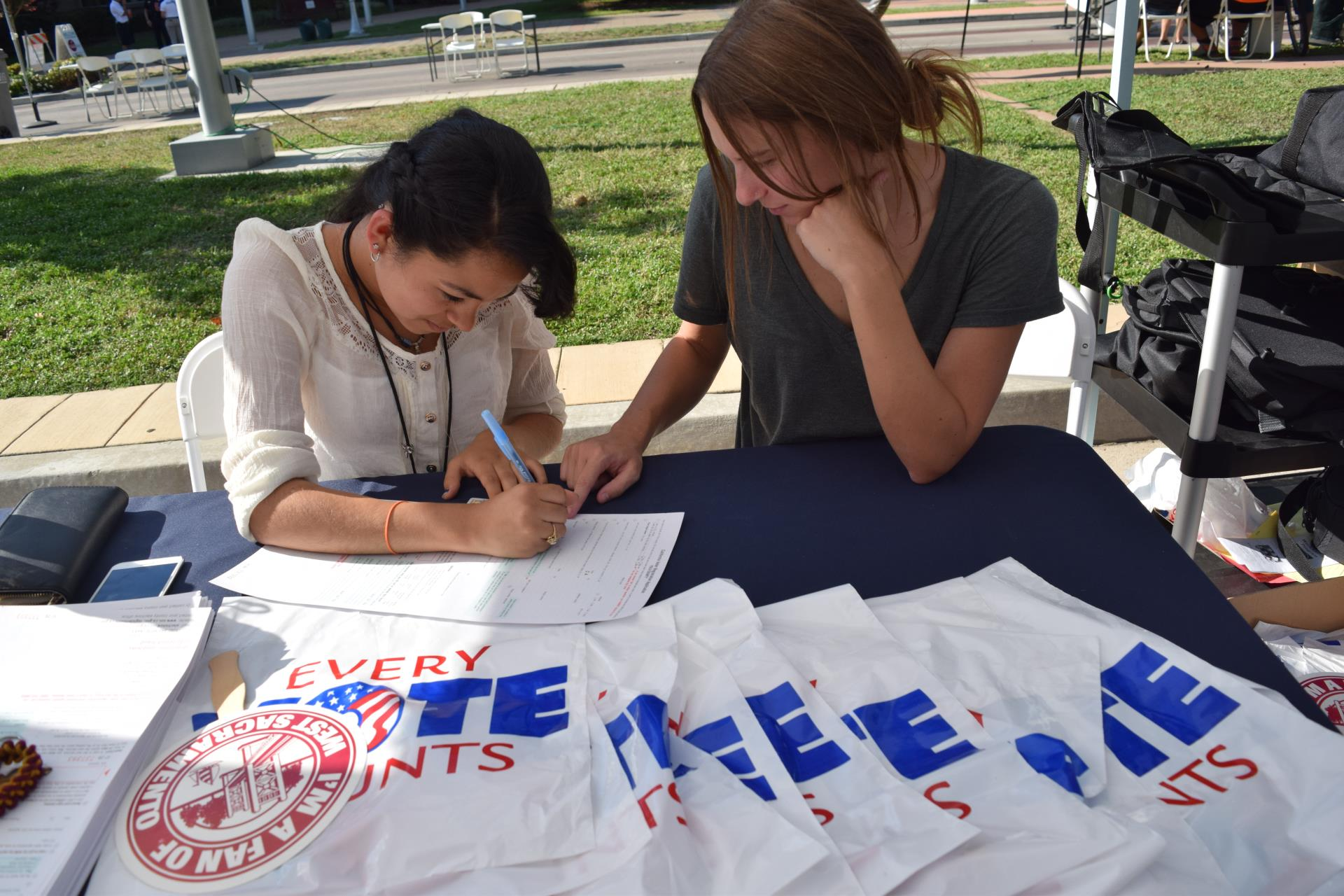steps interns register to vote