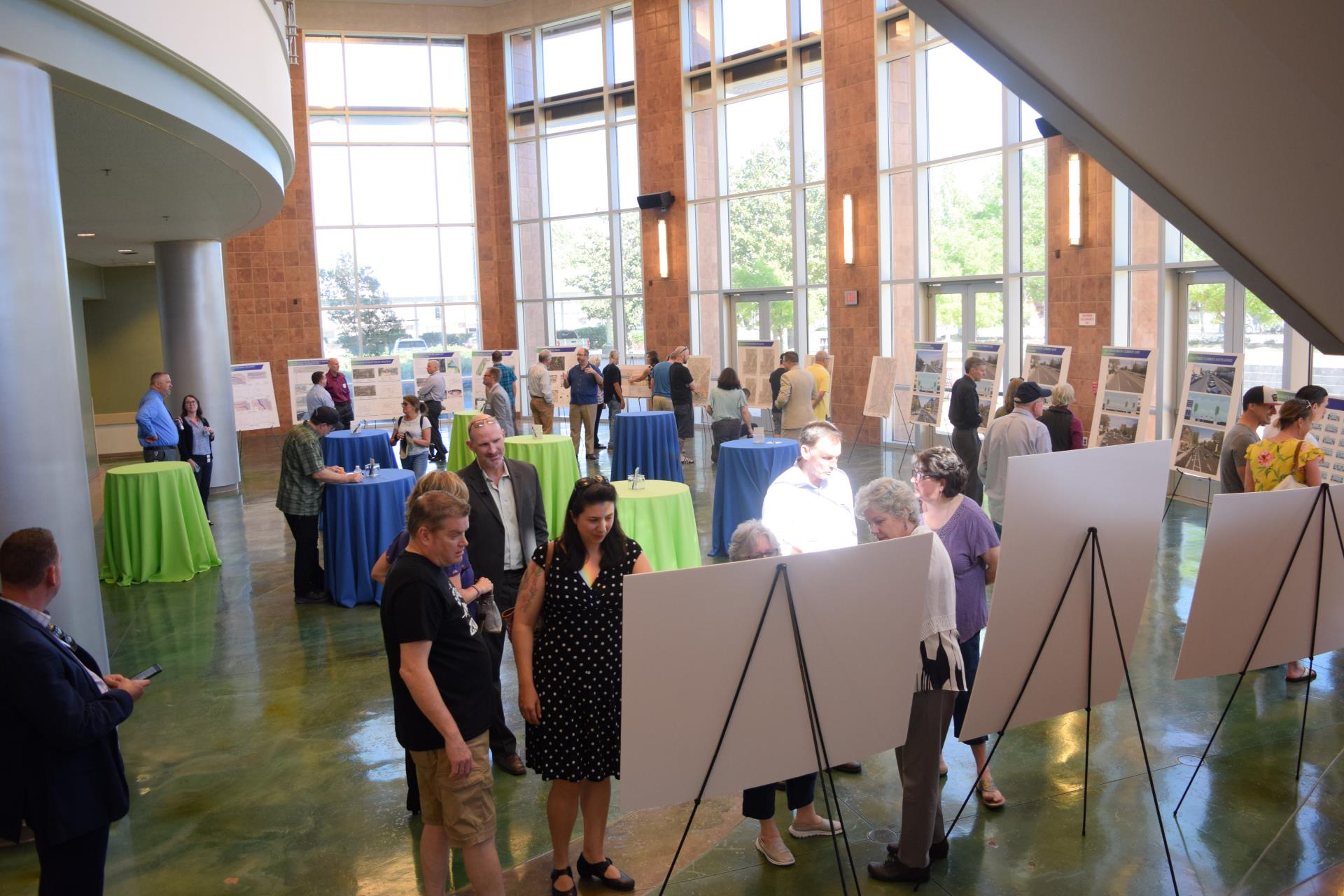 pioneer bluff open house picture of crowd